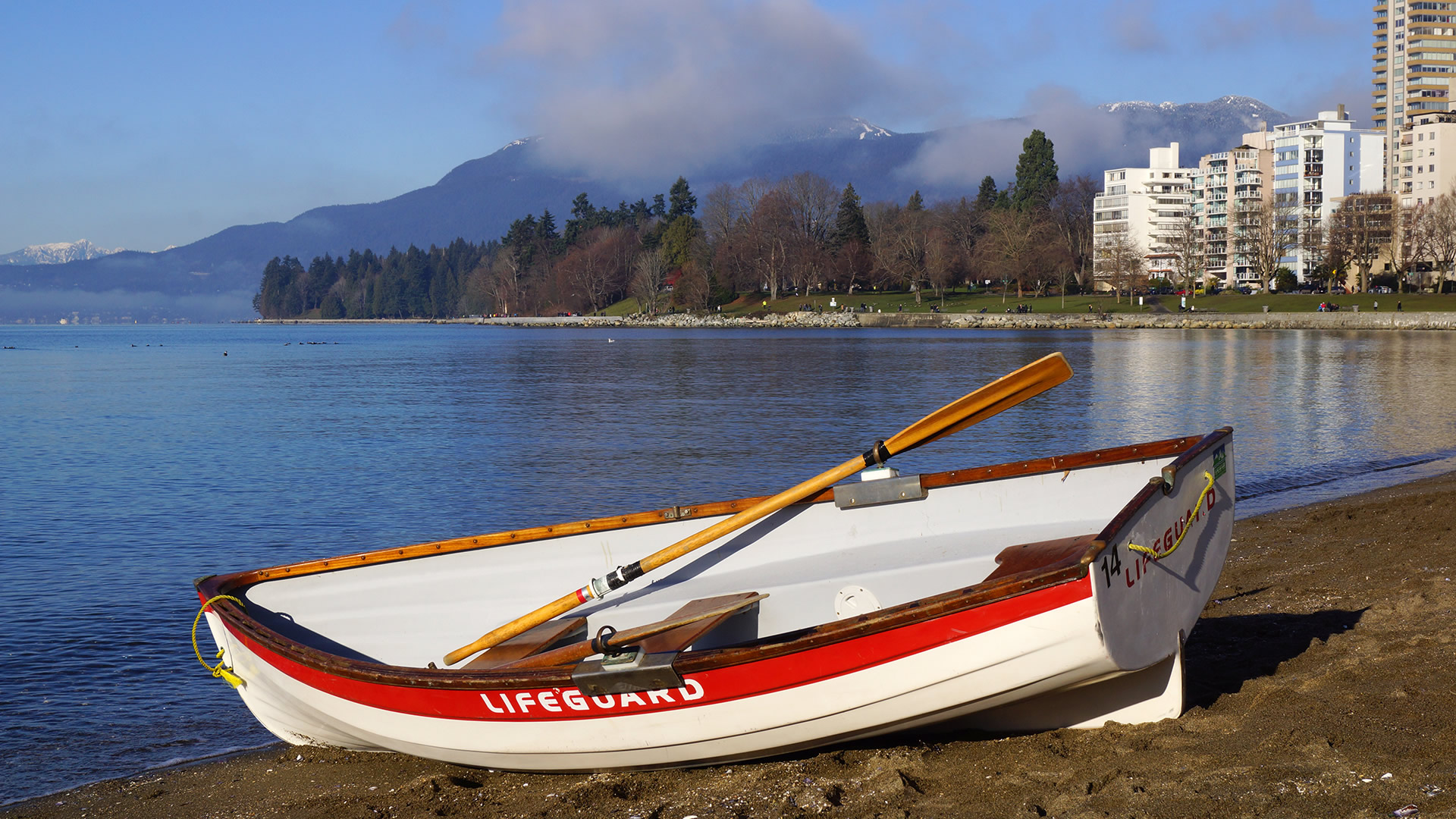 Westcoast-Lifeguard-Rowboat-credit-City-of-Vancouver-Whitehall-Rowing-and-Sail-6a